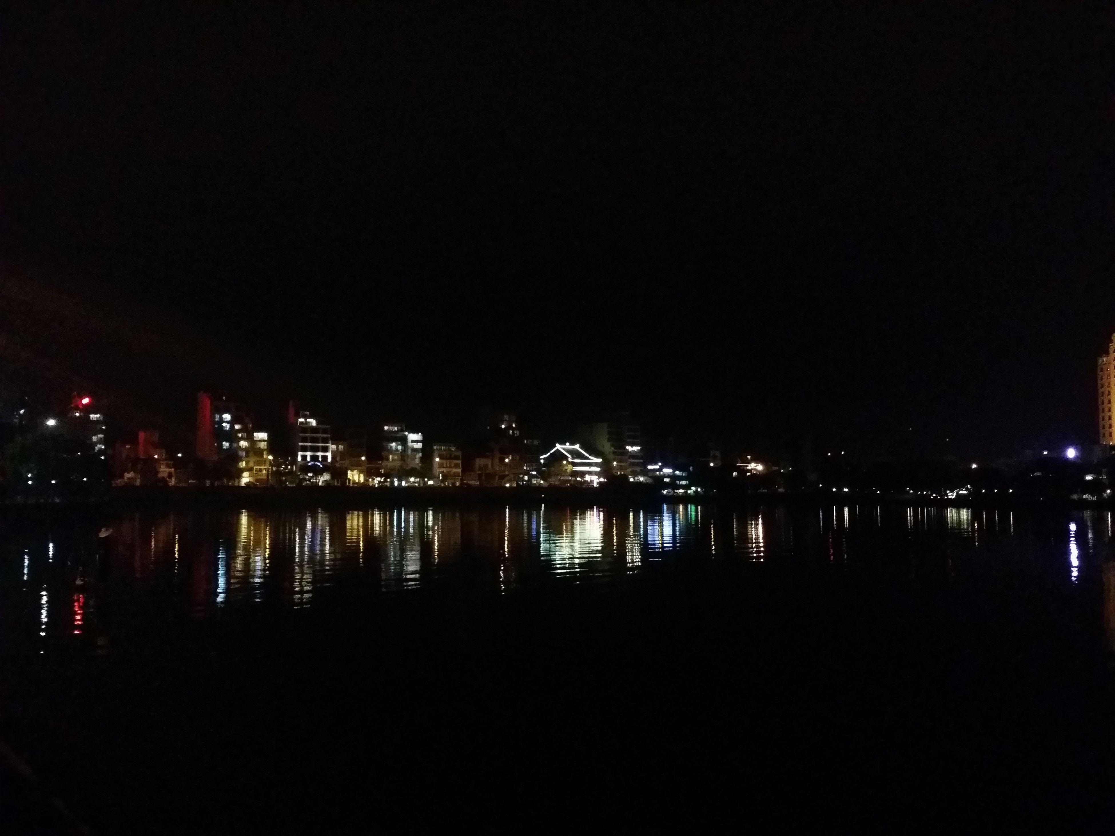 night, illuminated, water, reflection, built structure, architecture, river, waterfront, building exterior, city, copy space, clear sky, sea, dark, sky, lake, no people, outdoors, bridge - man made structure, tranquility