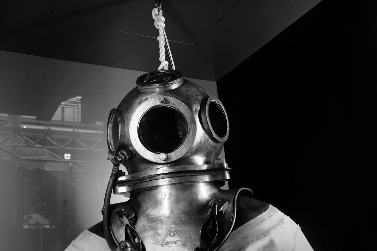 20,000 leagues under the sea. Bodysuit Diving Technical Museum Blackandwhite Science DSLR Under Pressure Photooftheday Precision