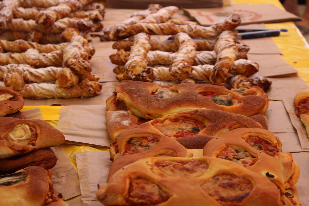 Bread Food Fougasse Market Ready-to-eat Saint Tropez Snack Temptation French Riviera Market Stall
