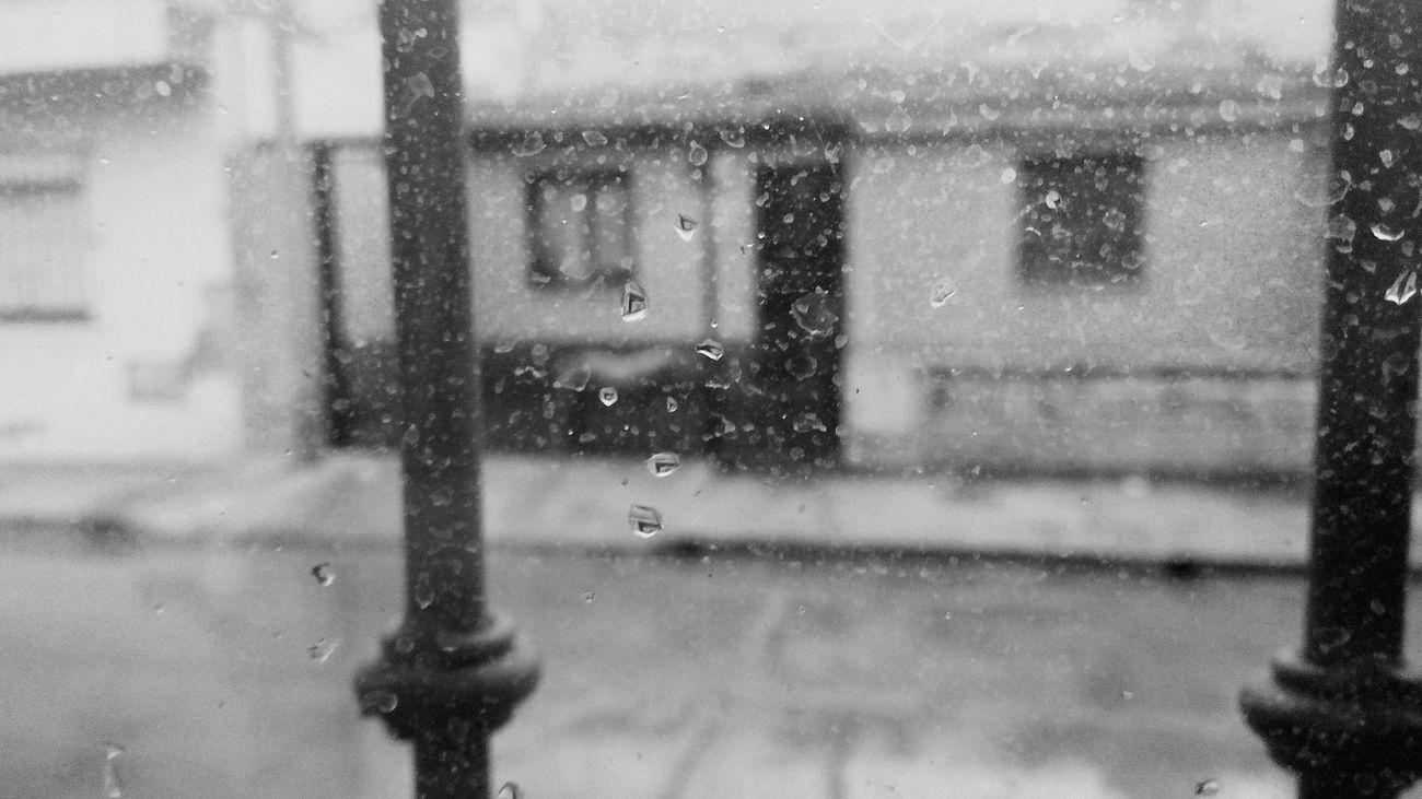 B&w Street Photography Llueve Gotas De Vida Blackandwhite
