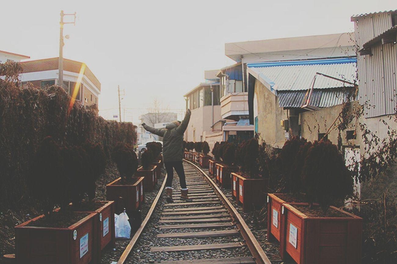 Train Tracks Fighting Jump Kkkkkkk