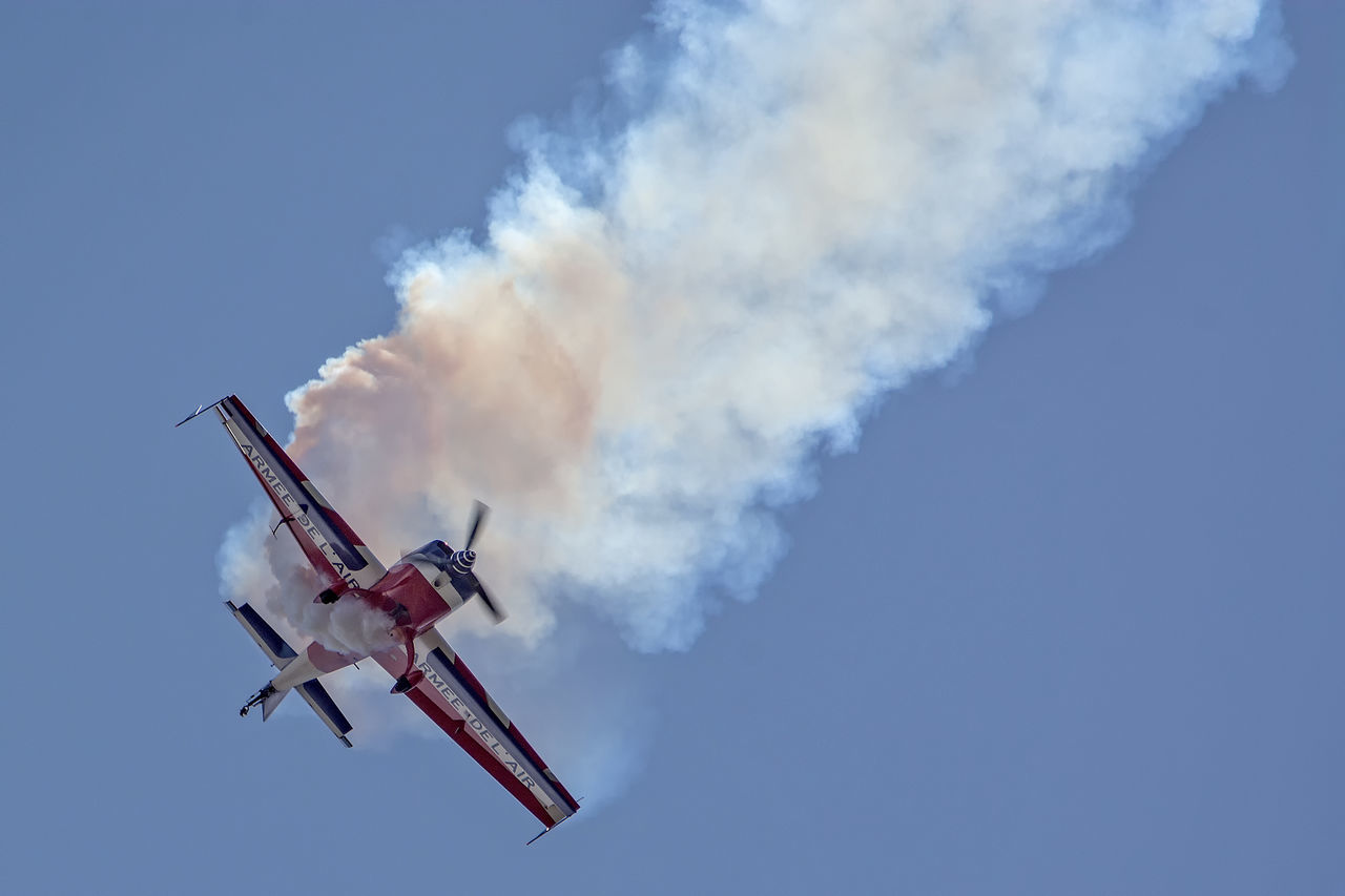 Acrobatics  Airplane Airshow Blue Cloud Cloud - Sky Cloudy Day Extra EA-330SC Fighter Plane Flight Flying Spirit à Biscarrosse 2016 Low Angle View Military Airplane Nature No People Outdoors Sky Smoke Smoke - Physical Structure Sport