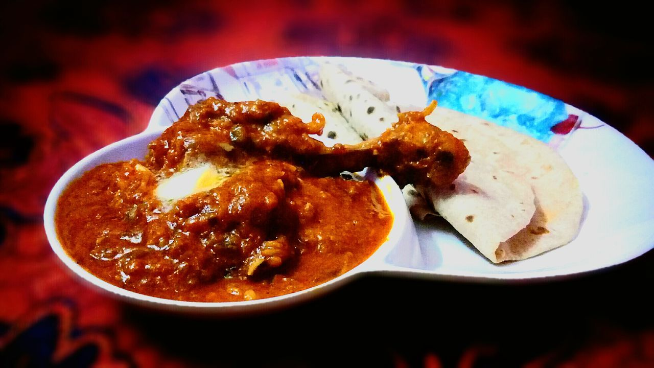 Food is life. Chicken. Chicken Curry Indian Food Indian Chicken Curry Nonvegetarian Butter Chicken Butter Chiken Curry Panjabi Food Panjabi Chicken Chiken With Roti Chicken With Indian Bread Delicious Spicy Food