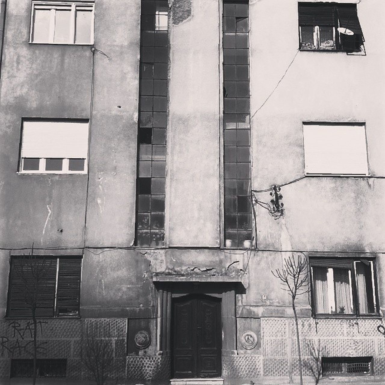 building exterior, architecture, window, built structure, building, outdoors, residential building, no people, day