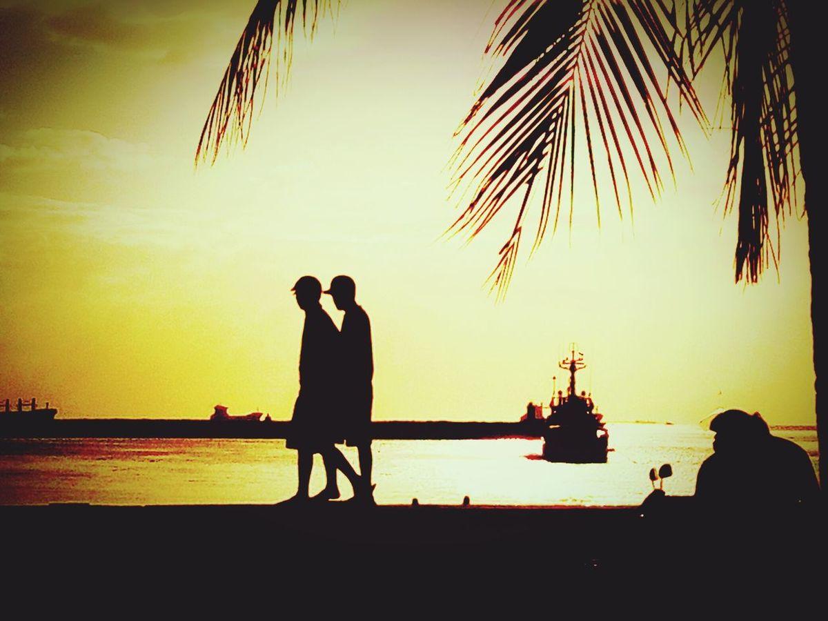 Friendship Astorytotell Sillhouette Under The Sun Sunrise_sunsets_aroundworld