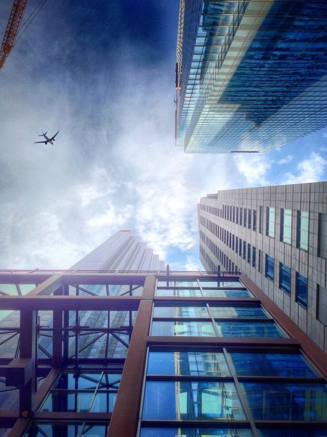A plane! Plane Spotting Look Up VividHDR Financial District
