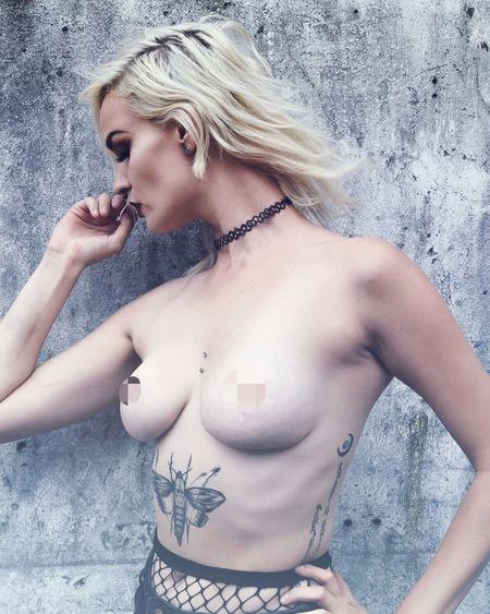 Free the niple © Maaike Sanfrinnon - model: Marieke Bresseleers Standing Tattooed Nudeartphotography Nudeshoot Censored Shotzdelight Portrait Of A Woman