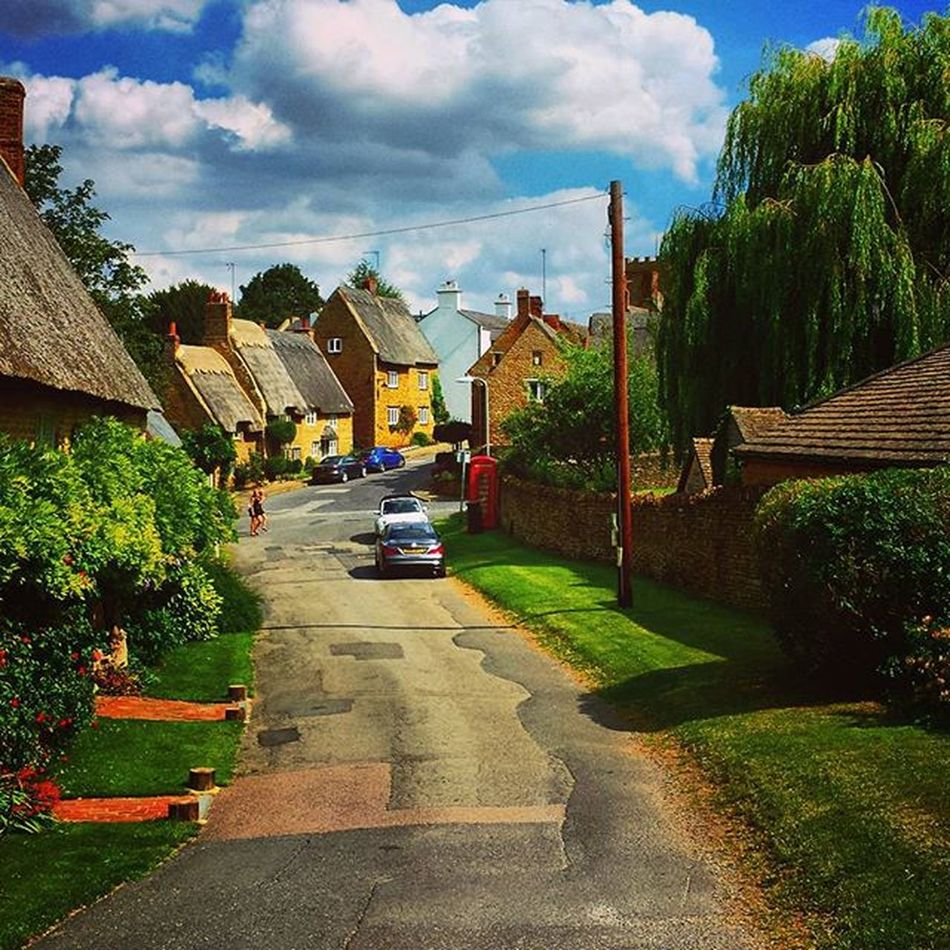 Uk England Northampton Boughton Old Village Blue Sky Red Telephone Nice Houses