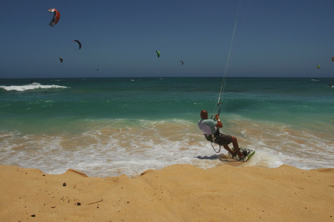 Sea Real People Beach Horizon Over Water Leisure Activity Water Shore Sand One Person Nature Lifestyles Men Sport Extreme Sports Skill  Weekend Activities Beauty In Nature Motion Vacations Wave Kitesurfing Kite Relaxing Surf Wave