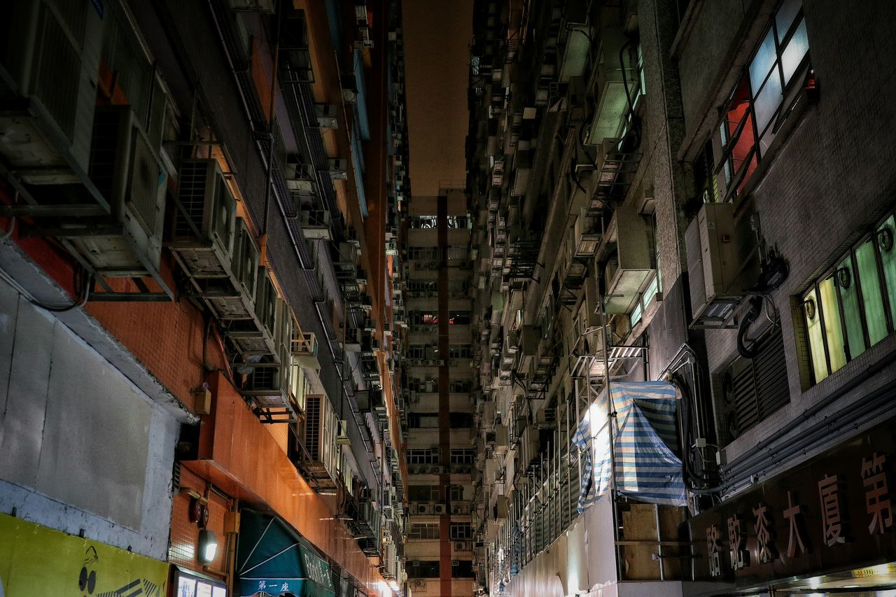 🗣:)In Hongkong. The distance between you and me is so close.(Kwun Tong) Hanging Out Taking Photos Hello World EyeEm Best Shots Eye4photography  EyeEm Gallery EyeEmBestPics The Week Of Eyeem The Street Photographer - 2016 EyeEm Awards Showcase May Light And Shadow Things I Like Our Best Pics Night Lights Streetphotography Urban Exploration Everybodystreet EyeEmbestshots Eyeemphotography Q From My Point Of View Canonphotography Canon The Great Outdoors With Adobe Cities At Night EyeEm X Huawei - Cities At Night