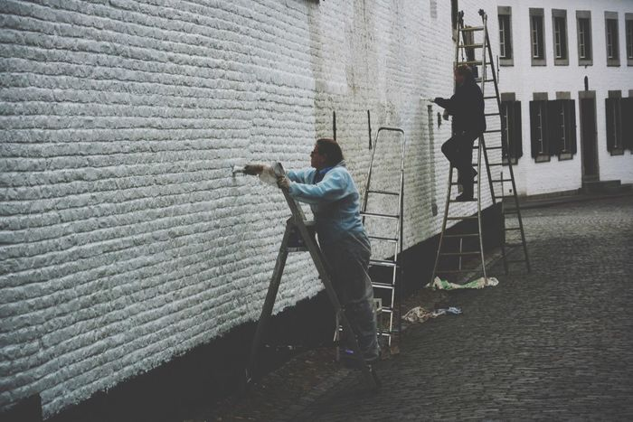 Last part of the day to day life in my home town. Volunteers painting the walls of the church. Volunteering Volunteer Painting Working Working Hard White People Streetphotography Street Old Town