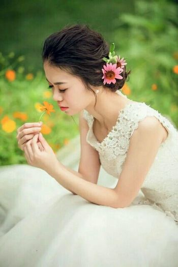 Beautiful Woman Wedding Dress Young Women Flower Only Women One Woman Only Adults Only Adult Young Adult One Person One Young Woman Only People Beauty Women Holding Bride Wedding Bouquet Day Beautiful People First Eyeem Photo