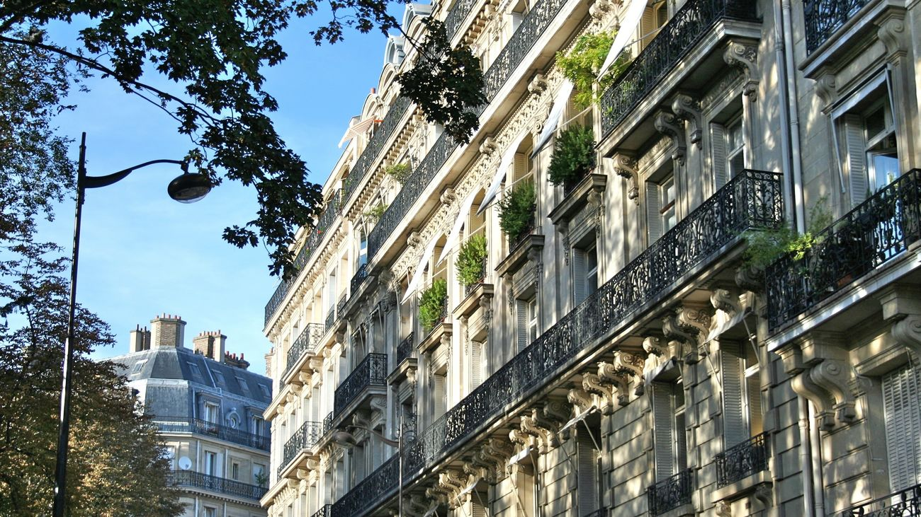 Streets of Paris City Architecture Cityscape Paris, France  Paris Architecture Street Building Exterior City Life Outdoors Façade Facade Building Sunlight Travel Travel Photography Sky Blue Sky Street Of Paris Luxury Low Angle View Apartment No People Day Love Paris EyeNewHere