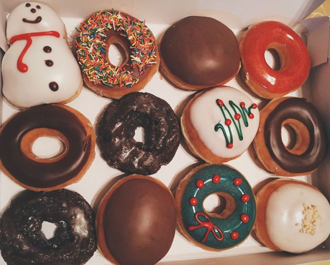 Coloring long evenings which now start at 4:30pm Donuts Christmas Tree Christmas Decorations Winter Feeling At Home Enjoy Eating KrispyKreme What's For Dinner?