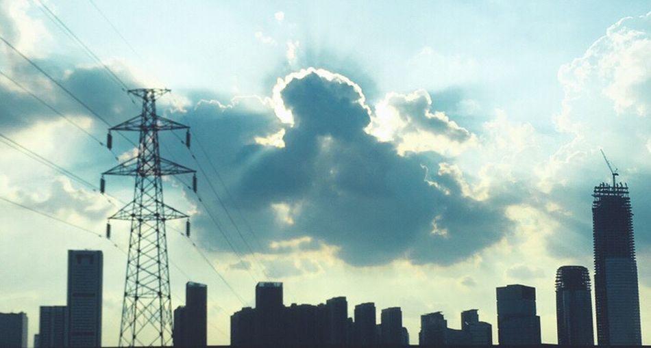 拨开乌云见晴天。