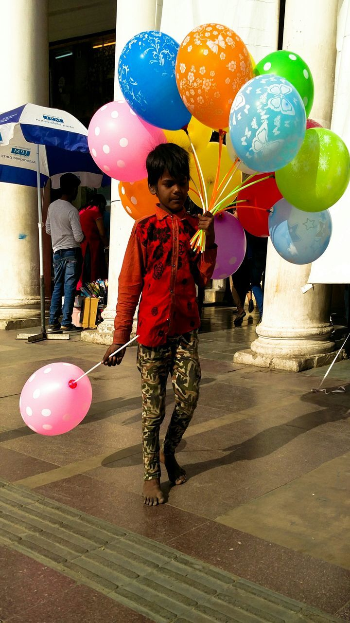 balloon, helium balloon, real people, helium, celebration, birthday, childhood, inflating, multi colored, one person, full length, casual clothing, leisure activity, lifestyles, party - social event, indoors, day, hot air balloon, people