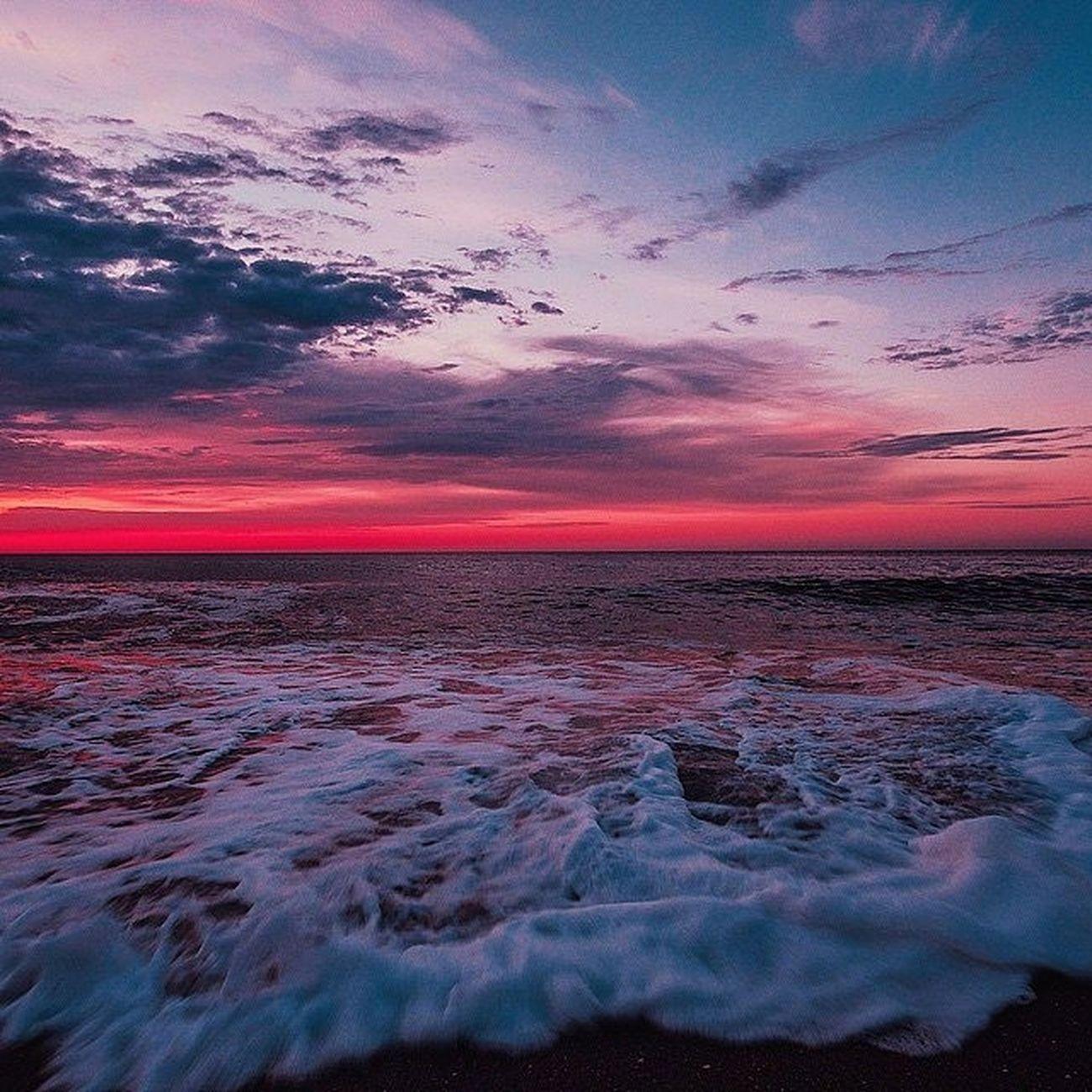 И волны-о берег, и пена кипела. Мне море о чем-то несбыточном пело. сессия_заканчивайся отдых_мне_срочно Baltiysk Sea sunsetserenity