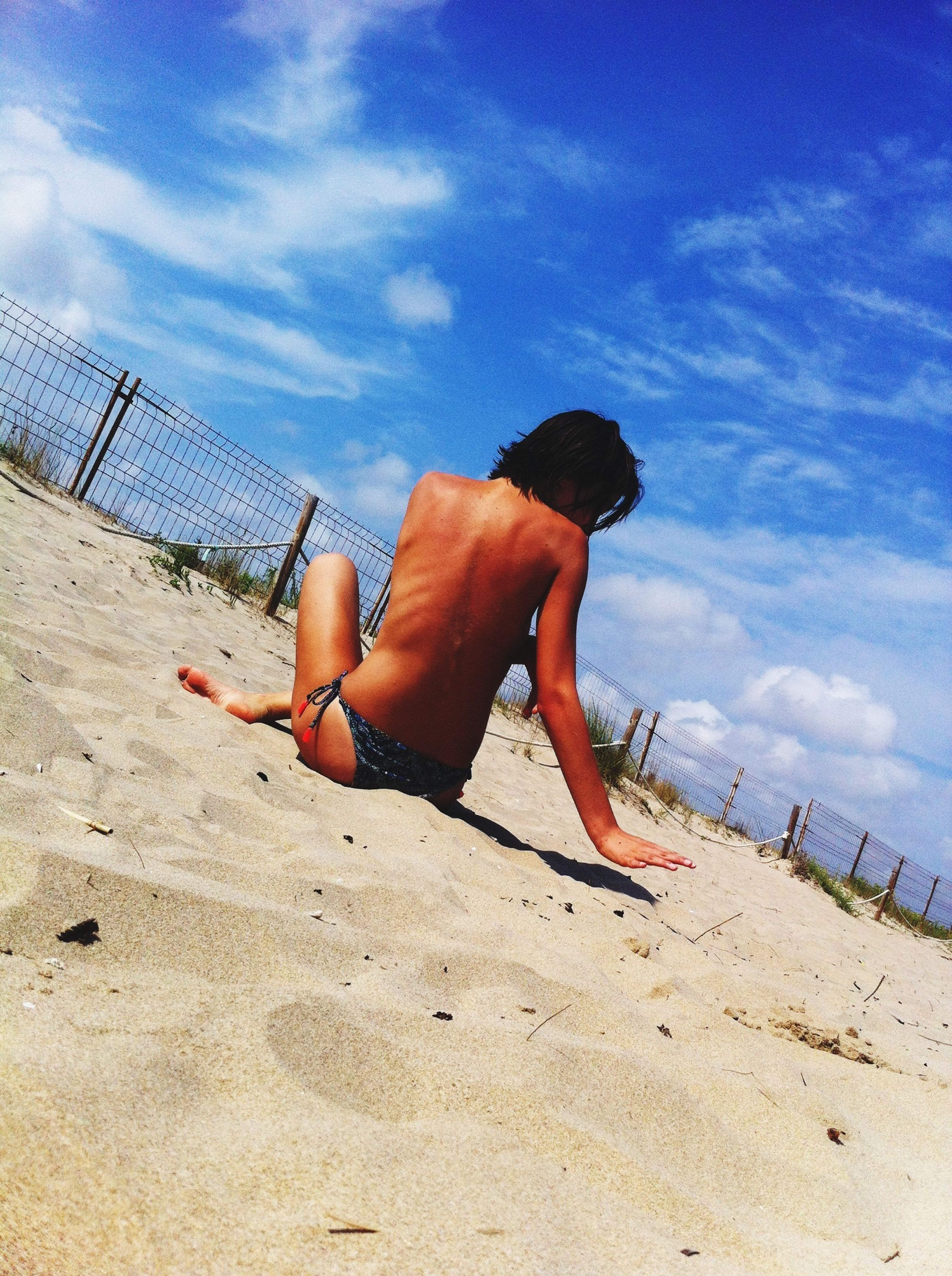 sky, leisure activity, lifestyles, full length, beach, sand, cloud - sky, childhood, casual clothing, rear view, shore, cloud, sea, sunlight, outdoors, boys, men, day