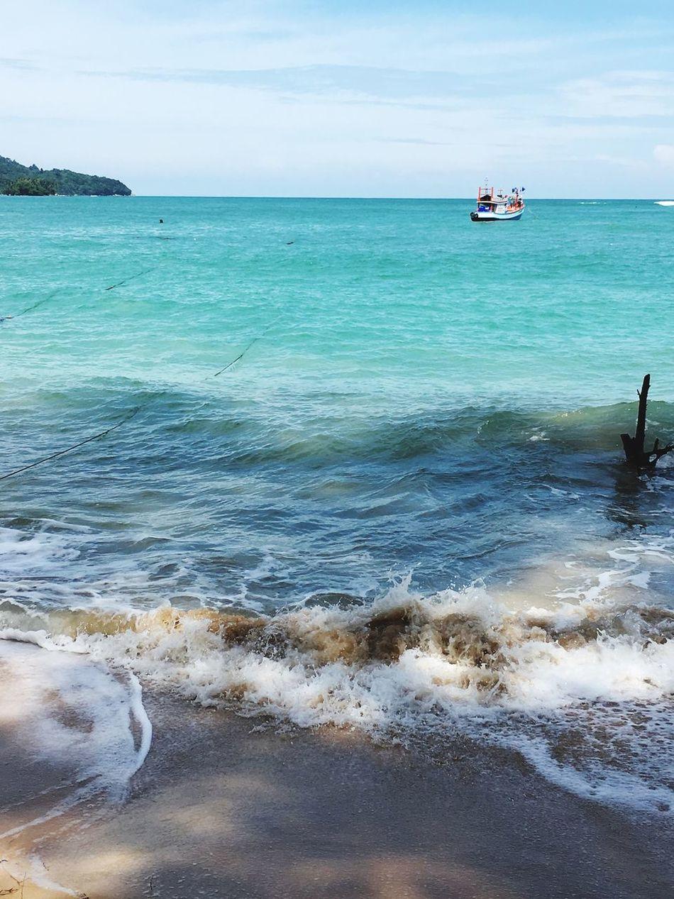 Taking Photos Enjoying Life Sea Great View Nice Atmosphere Therearedomethinginphuket Relaxing Hanging Out Sunshine