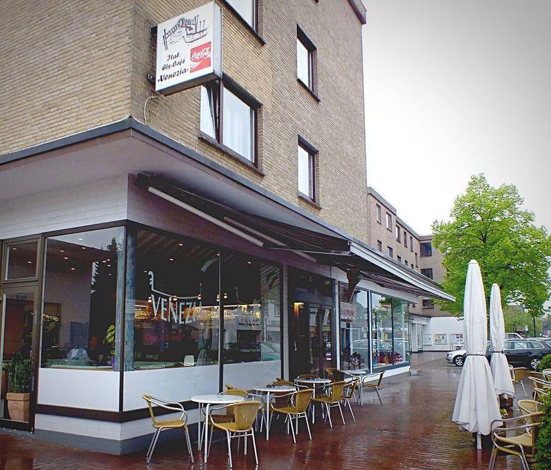 Eisdiele Venezia Ice Cream Shop Rainy Day in Voerde Urban 4 Filter