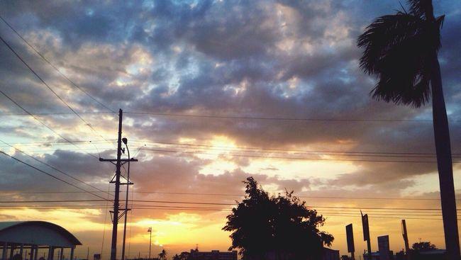 Sky_collection Sunset Cloudporn #sunset #sun #clouds #skylovers #sky #nature #beautifulinnature #naturalbeauty #photography #landscape