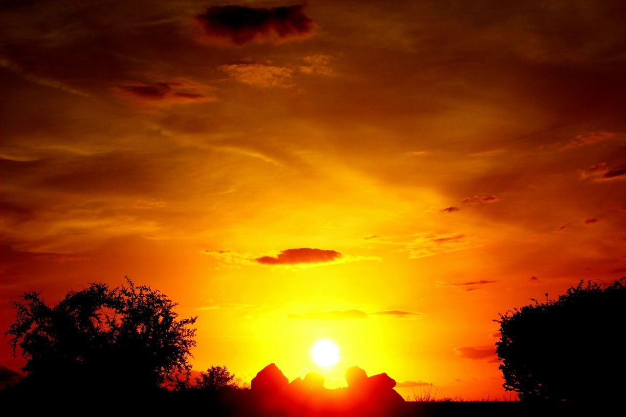 turn your face to the sun and let the shadows fall behind you .have a great evening friends☺☺☺☺Sky_collection EyeEm Best Shots - Landscape EyeEm Nature Lover Sunset_collection Sun_collection EyeEmBestEdits Evening Sun Fiery Sunset