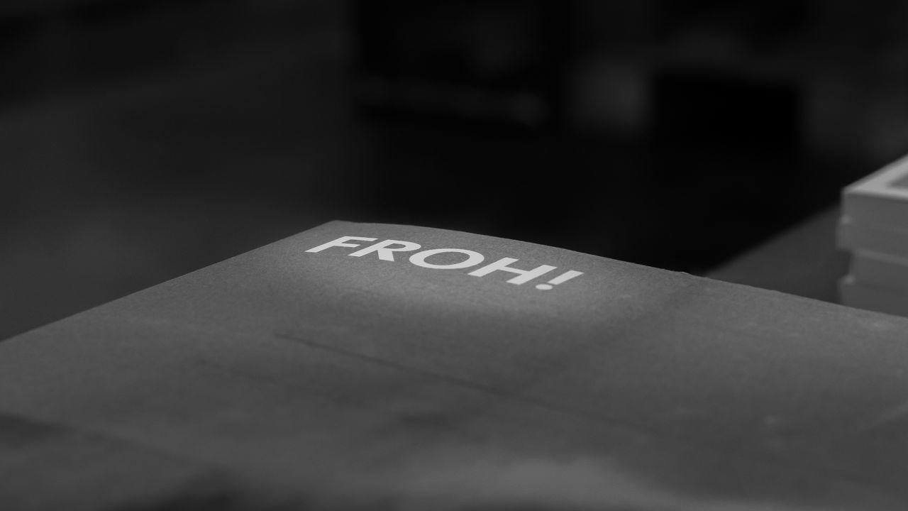 FROH! | Be happy | #FBM16 #FBM16 500px Black & White Black And White Blackandwhite Blackandwhite Photography Buchmesse2016 Close-up Communication EyeEm Best Edits EyeEm Best Shots EyeEm Best Shots - Black + White Fbm16 Frankfurt Indoors  No People Street Photography Streetphoto_bw Streetphotography Text Thisiswhatweshare