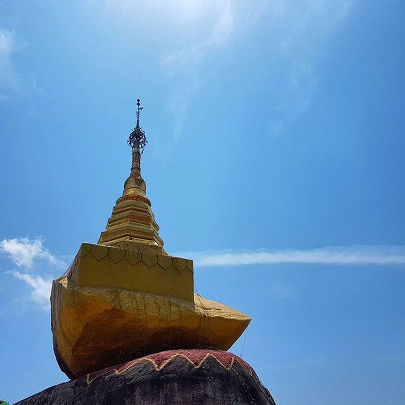 Kyaiktiyo Kyaiktiyopagoda Pagoda Goldenrock Goldenpagoda Igersmyanmar Myanmar Burma Instagood Instagram Instagrammers Hot Mountain Mobilephotography Samsungs7edge Photo Mobilephoto Samsungphoto Travelgood Vacationinstyle