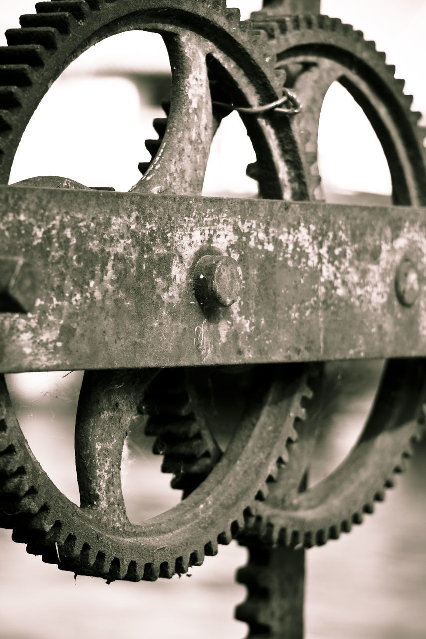 metal, close-up, machine part, rusty, machinery, gear, no people, outdoors, day