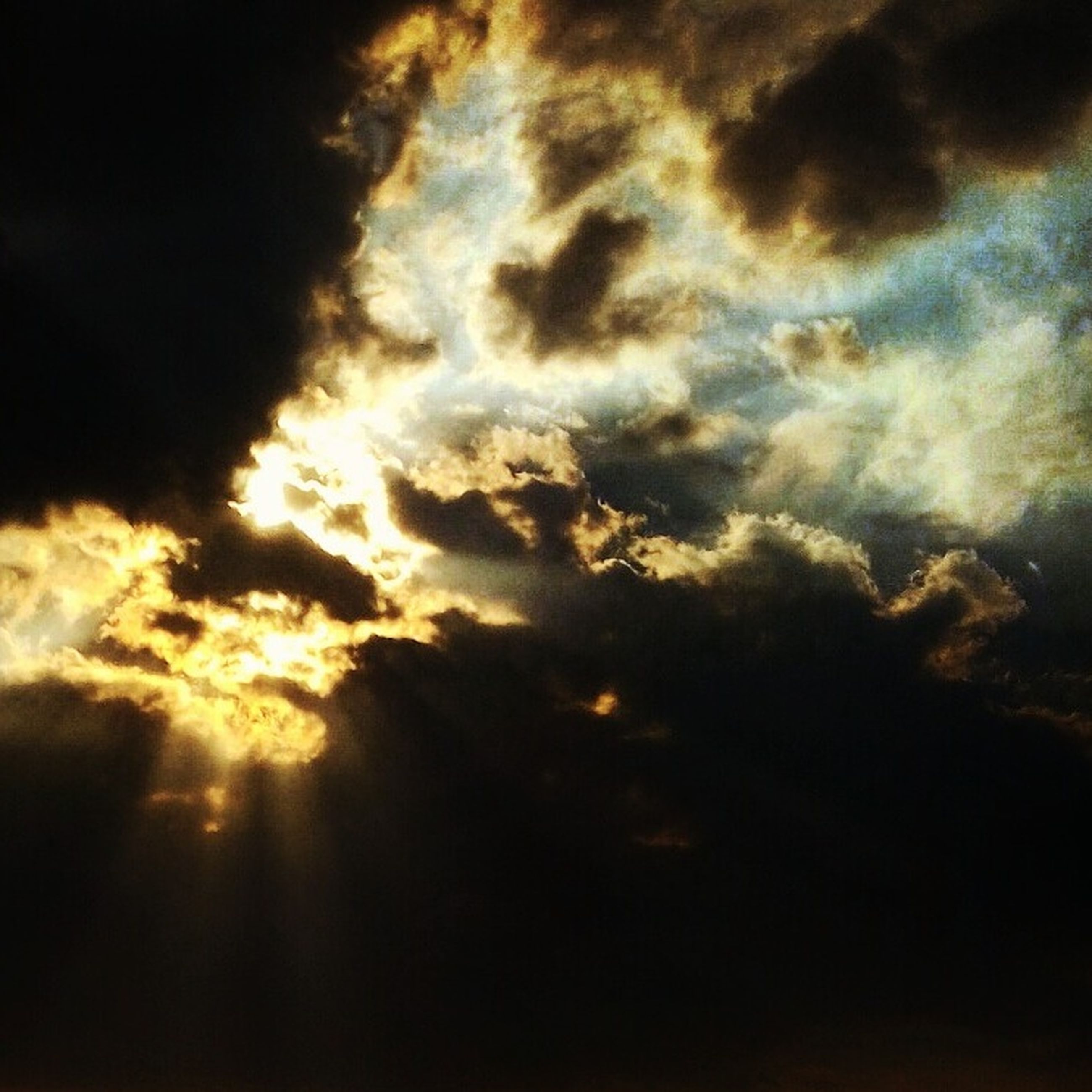 scenics, tranquility, tranquil scene, beauty in nature, low angle view, sunset, sky, cloud - sky, nature, sunlight, cloudscape, idyllic, sky only, cloud, dramatic sky, majestic, outdoors, sunbeam, glowing, atmospheric mood, cloudy, back lit, sun, storm cloud, dreamlike, bright, meteorology, atmosphere, heaven
