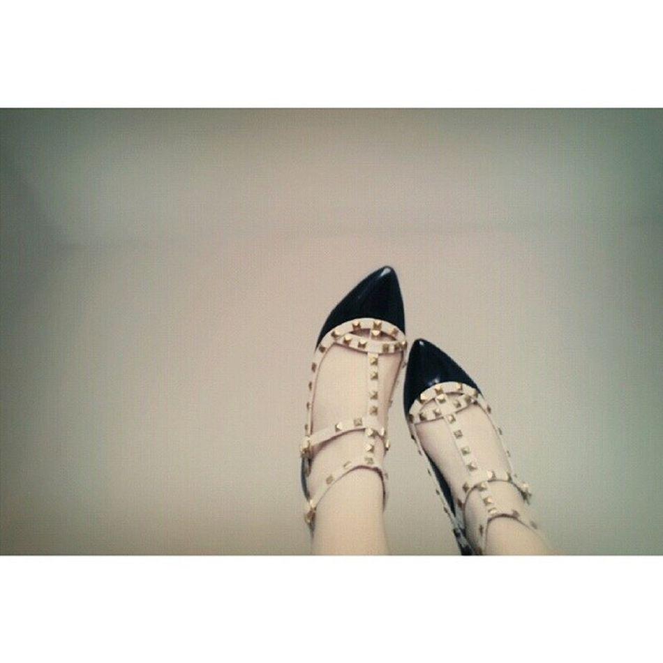 Finnally i got !! ♡♡♡ @tgglsh2208 So Happy Valentino Igotu Black Shoe Perfect Style