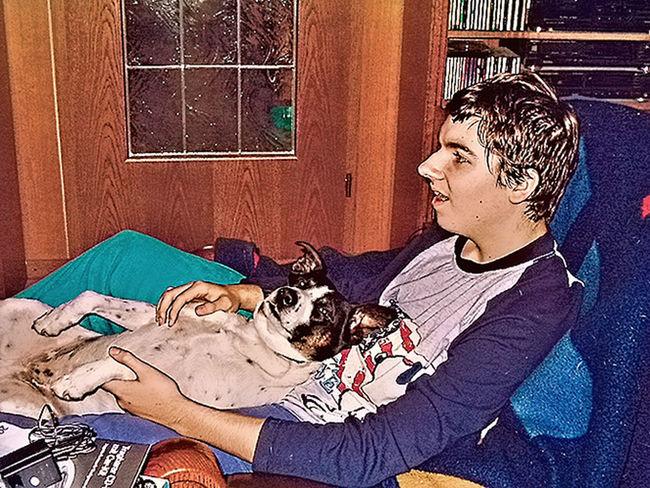 Mein Hund mit Sohn. Casual Clothing Day Dog Gemütlichkeit Hund Leaning Leisure Activity Lifestyles Portrait Sohn