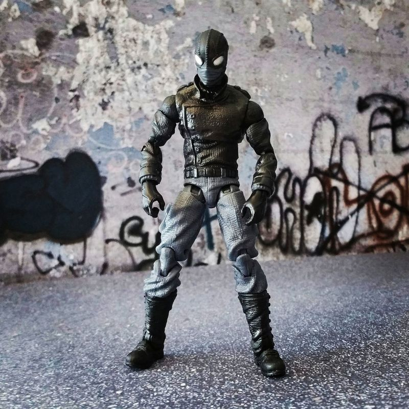 """Where am I?"" Marvellegends Marvellegendsseries Marvelinfinite Marveluniverse Spidermannoir Spiderman Spiderverse Marvellegendscommunity Peterparker Articulatedcomicbookart Marvelactionfigure Marvelcomics Theamazingspiderman Hasbro Actionfigure Toycrewbuddies ACBA Toyphotography Marvel"