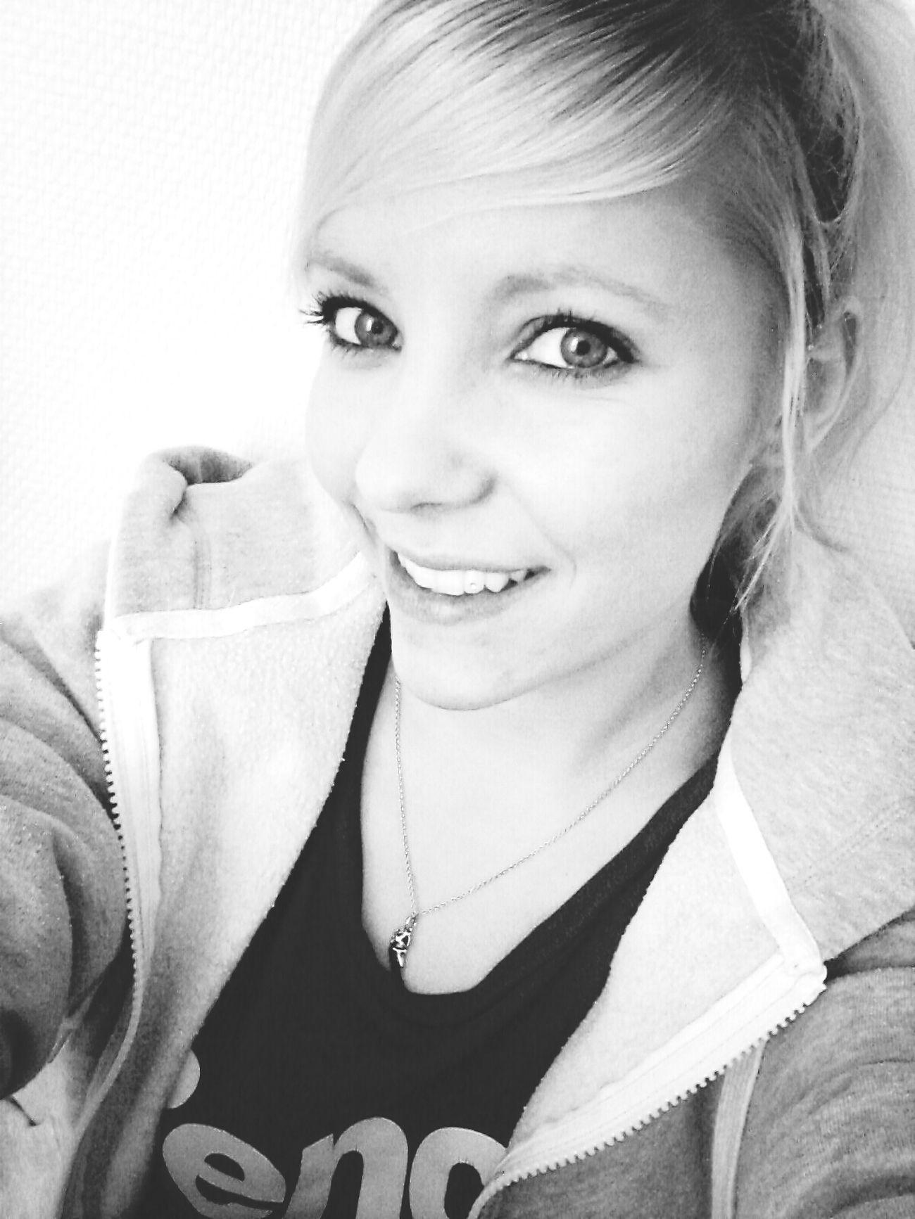 Keep Smiling Selfie Bench Black & White