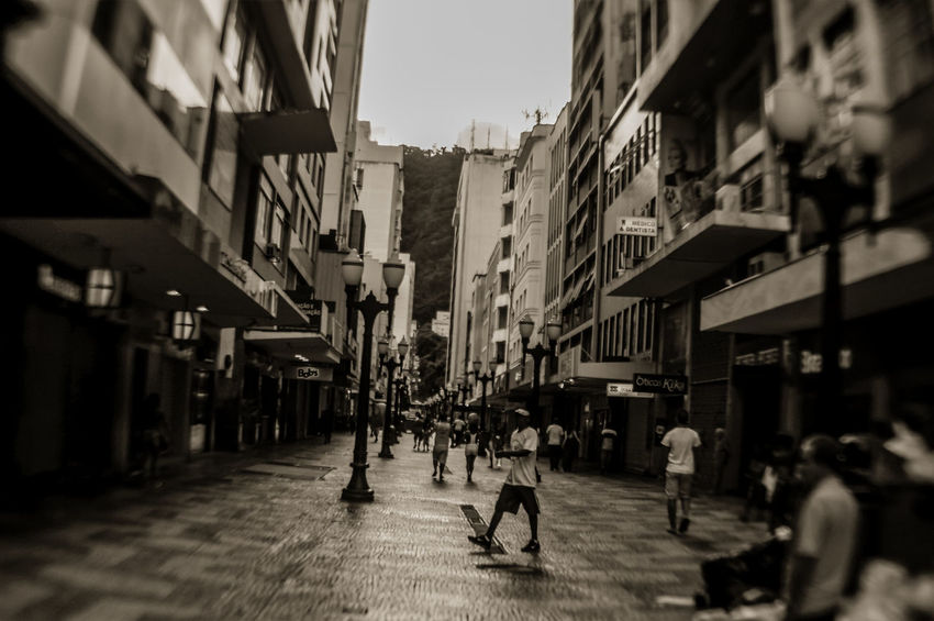 Bnw_captures Bnw_collection Building Exterior City People Photography Street Walking