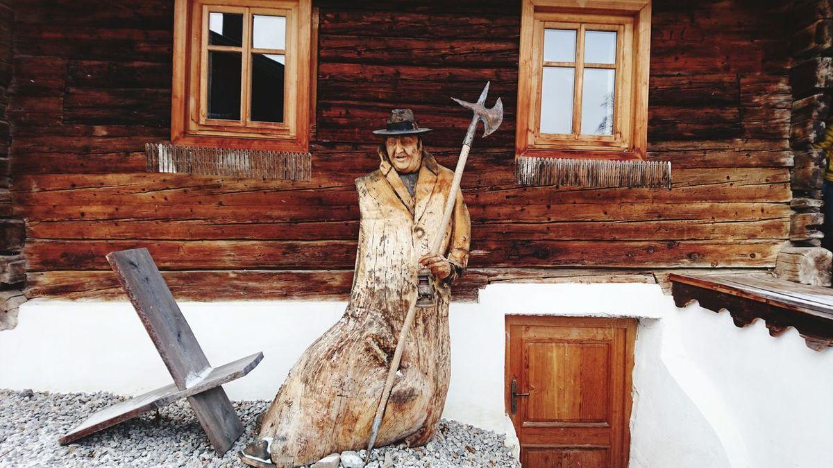 Herberge zum Nachtwächter in Obertilliach, Österreich Architecture Building Exterior Built Structure Wood - Material House No People Window Day Outdoors Snow Sculpture Nature