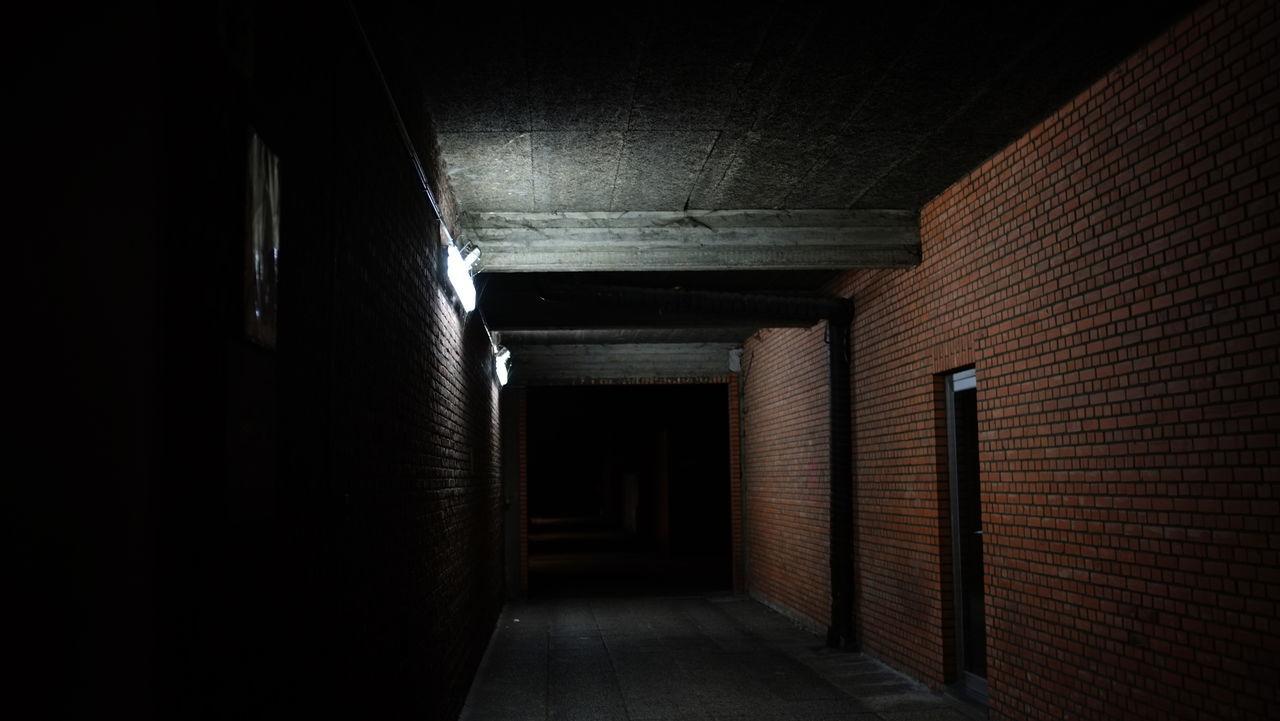 Alley Alleyway Architecture Built Structure Ceiling Corridor Day Diminishing Perspective Door Empty Flooring Indoors  Long Narrow No People Passageway The Way Forward Walkway Wall