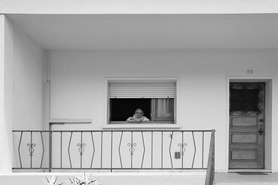 Waving goodbye. ♥️ Window Indoors  Architecture Day EyeEmNewHere Beautiful Blackandwhite Photography Moment Capture The Moment From My Point Of View Stillbeautiful HuaweiP9 Huawei P9 Leica Love PassingBy Grandmother's Love Granddaugther Family Family Time Family Matters FamilyLove Time Timepass