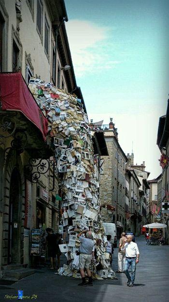 Looking Up! The Street Photographer - 2016 EyeEm Awards Urbanphotography Z3 Xperia Old Town Street Art Waterfall Icastica Arezzo Italy🇮🇹 Arezzox