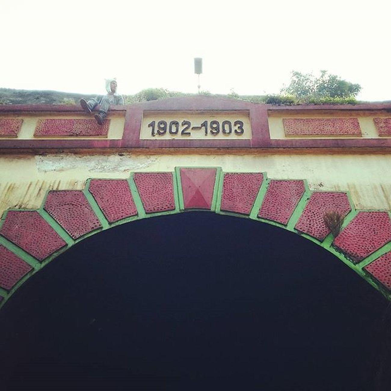 Sendiri dalam murung Rona terhalang tempurung Runyam diri mengisak Sandiwara tanpa jejak (SARASVATI - IVANNA) Ridwanderful JarambahBandung DiBawahLangitBandung BandungIsMe