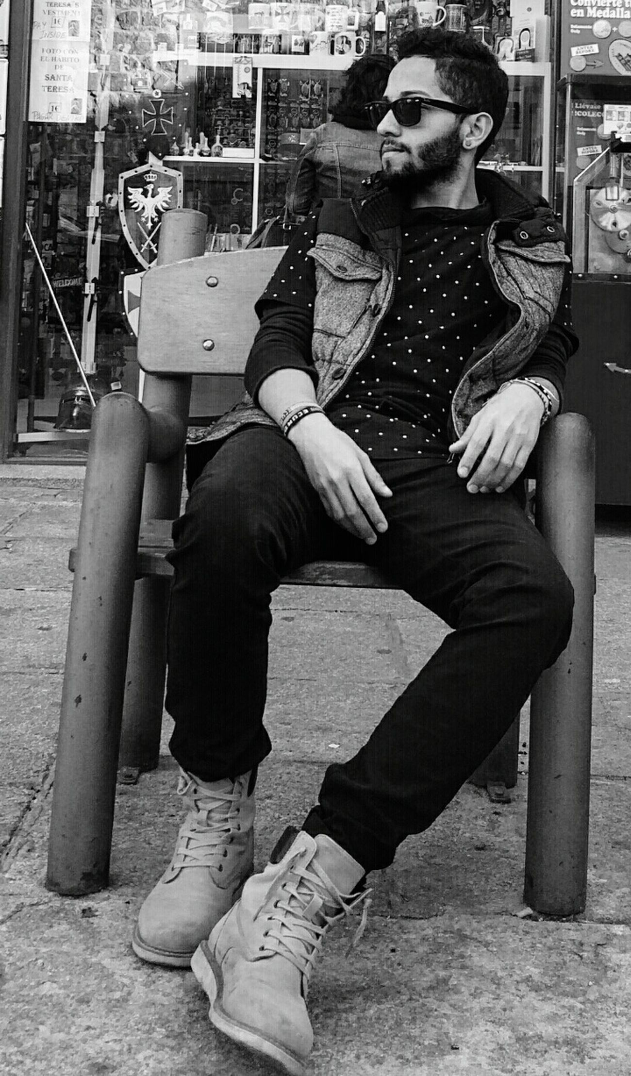 KNOW ME Sunglasses Outside B&w Street Photography B&w B&wme SPAIN Stylepost Style Lookup Gaze