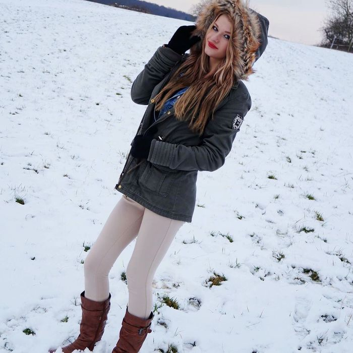 Taking Photos Winter Snow ❄ Hanging Out Withmygirl Fotoshooting Follomeoninstagram rienchen2097
