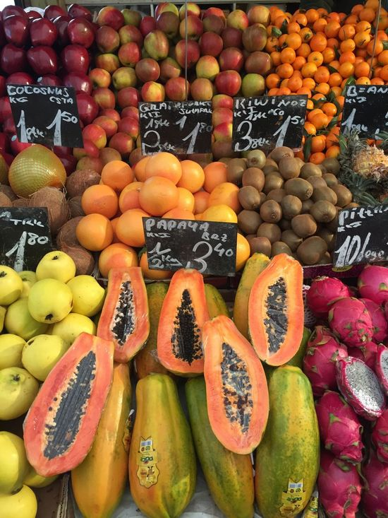 Freshness Healthy Eating Abundance Food And Drink Fruit Papaya Retail  Market Stall Food Choice For Sale Orange - Fruit Full Frame Market Variation Arrangement Vegetable No People Backgrounds Naschmarkt Farmers Market Haggling Price Tag Dried Fruit Healthy Food