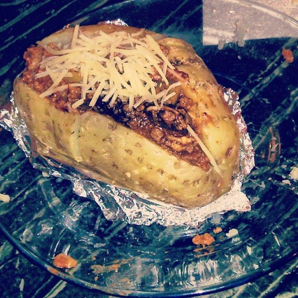 Batata assada com molho de carne com bacon e parmesão! by lqdsugar s2