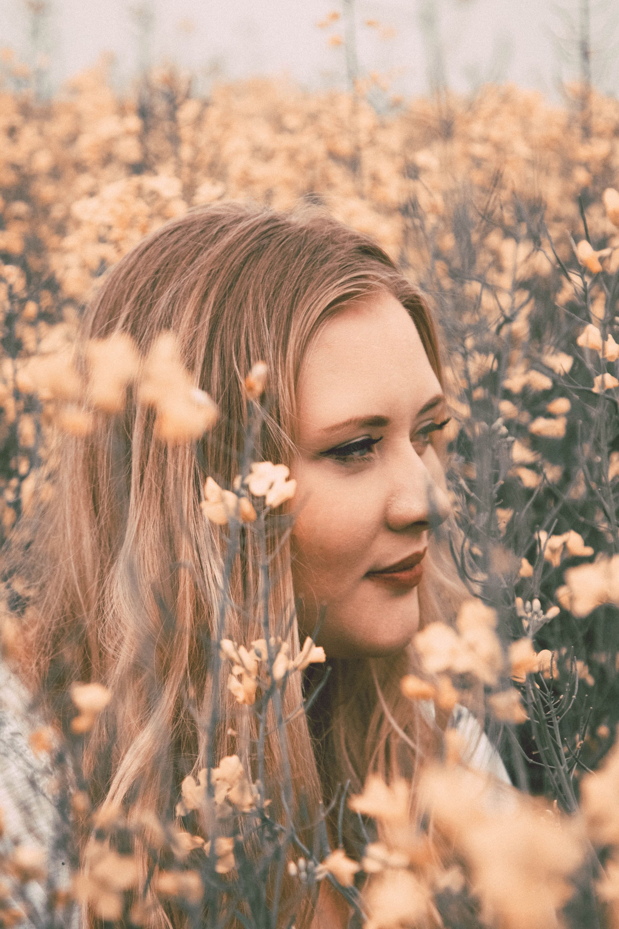 beautiful woman, young adult, young women, one person, nature, field, real people, blond hair, beauty, flower, plant, leisure activity, lifestyles, outdoors, portrait, headshot, timothy grass, day, women, beauty in nature, close-up