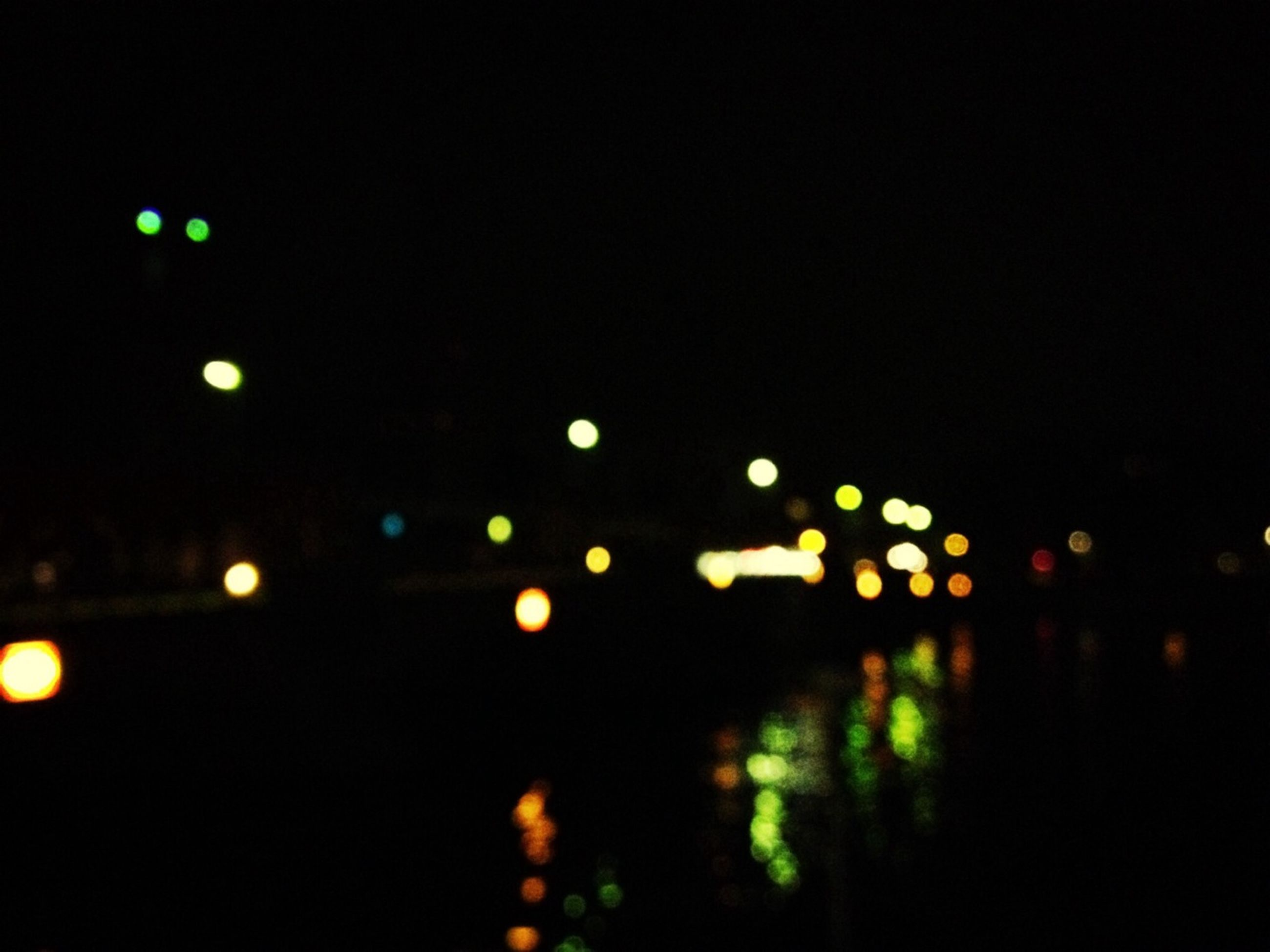 illuminated, night, defocused, lighting equipment, light - natural phenomenon, dark, light, glowing, clear sky, street light, circle, reflection, no people, copy space, sky, outdoors, city, lens flare, water, pattern
