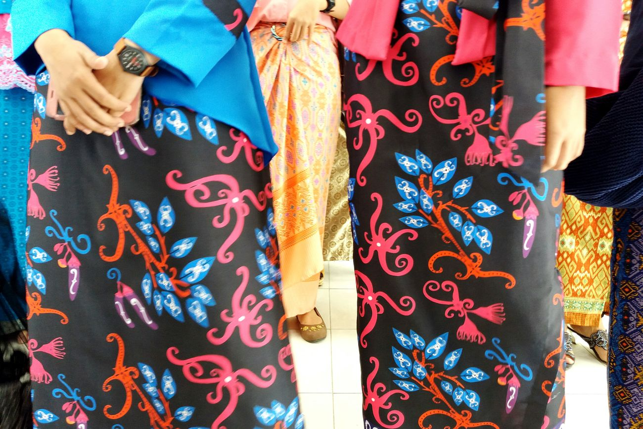 Break The Mold Kartini Day Happy Portrait Multi Colored Traditional Clothing Pattern Business Finance And Industry Adult People Adults Only Only Women Human Hand Human Body Part Outdoors Sari One Person Day One Woman Only Close-up Indonesia Culture Indonesia_photography Photography Girl