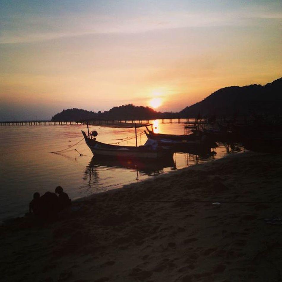 Oh, what a beautiful sunset. Telukkumbar Sunset Sea Nature