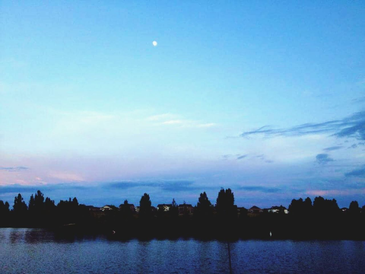 sky, moon, beauty in nature, tranquil scene, nature, silhouette, water, river, no people, scenics, tranquility, outdoors, building exterior, architecture, built structure, tree, night, city