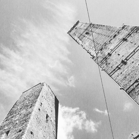 If I haven t told ya could you have guessed where I was this afternoon? With my nose pointing up to the sky TwoTowers Garisenda Torredegliasinelli Photography Blackandwhite Archilovers Architecture Duetorri Bologna Ig_bologna Ig_architecture Grammasters3